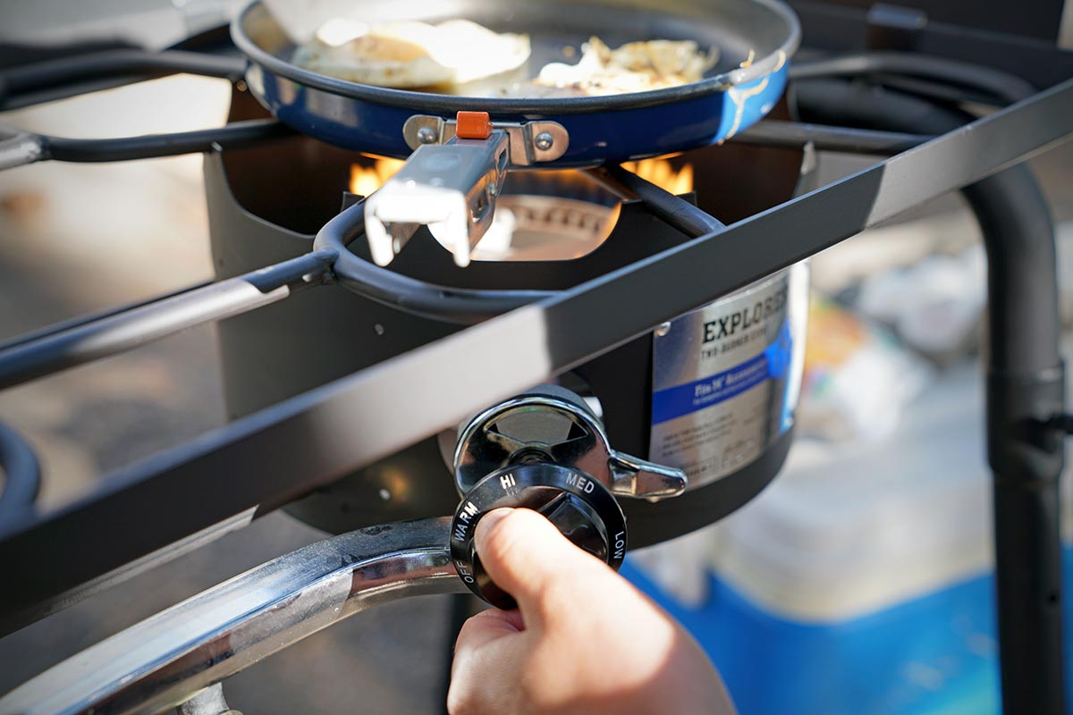 Camping stove (temperature adjustment)