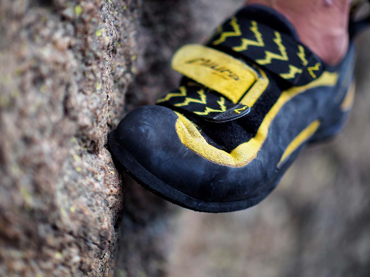 Rock climbing shoes (edging)