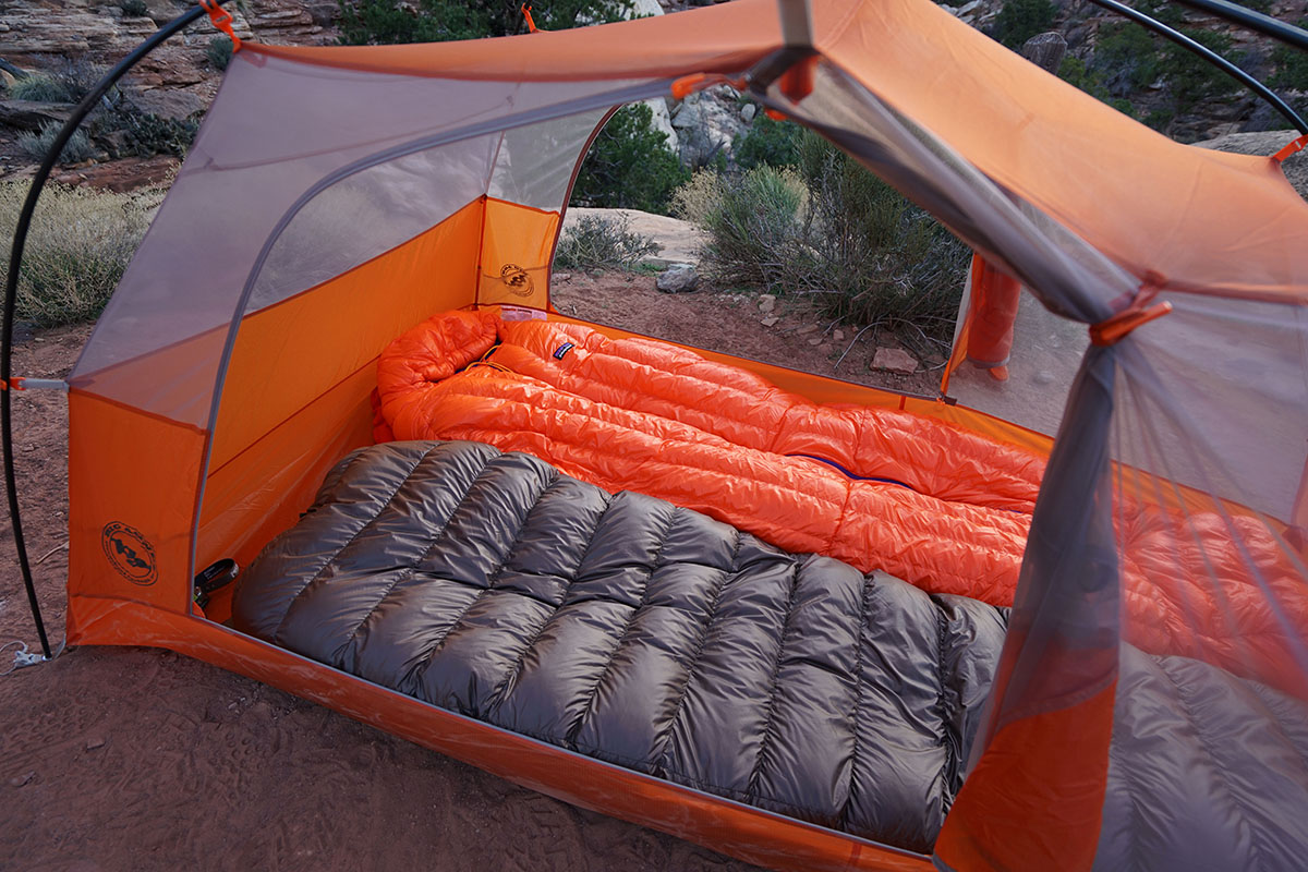 Backpacking tent (two-person)