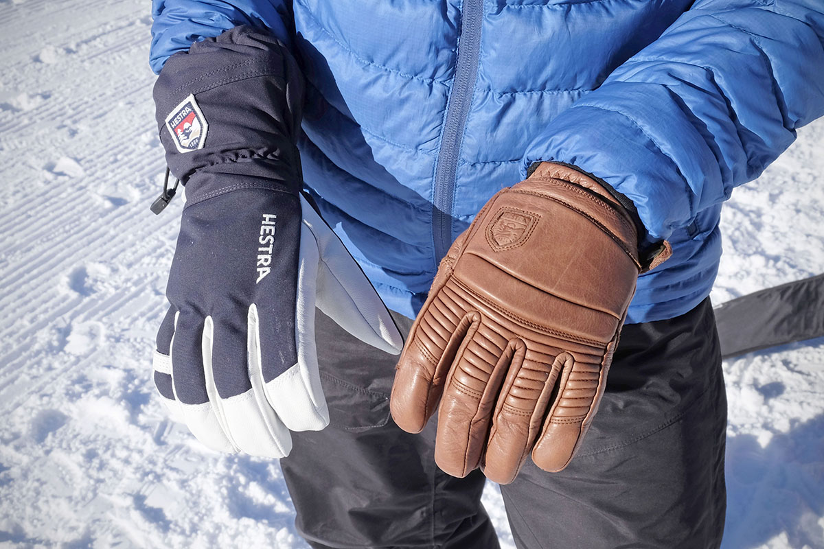 Ski gloves (cuff length comparison)