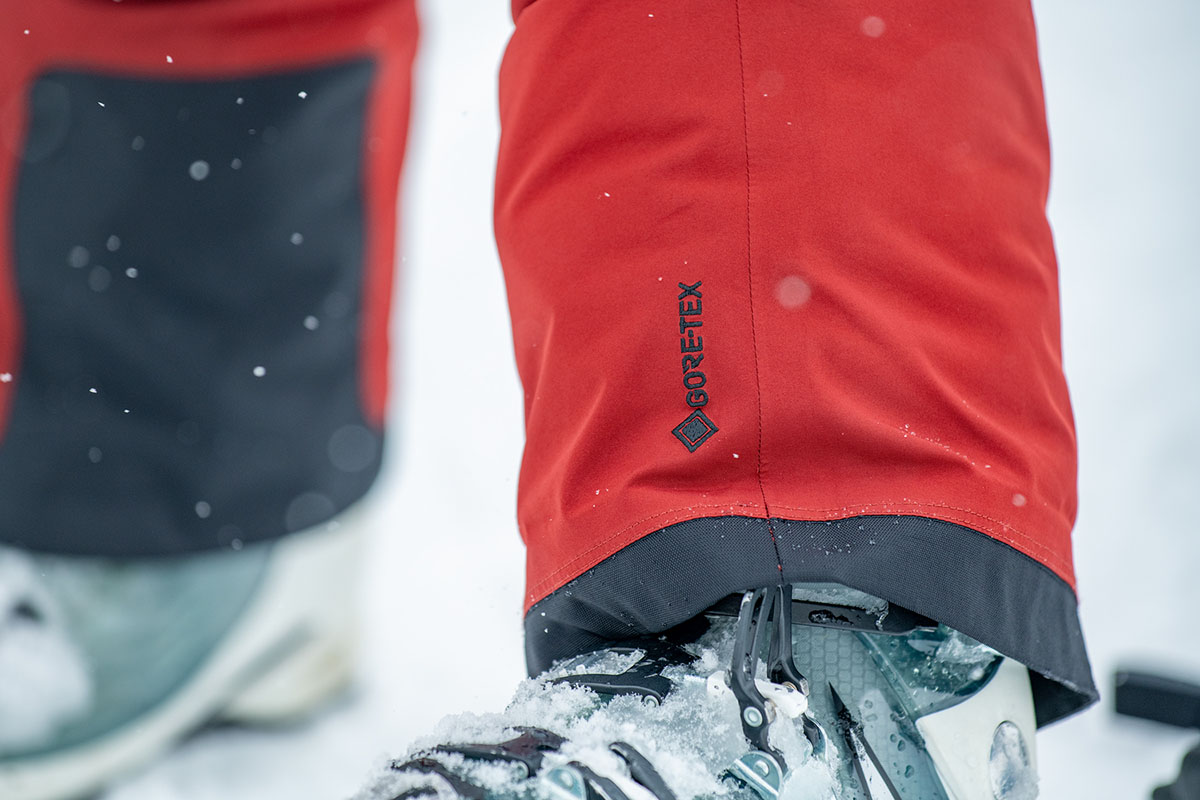 Ski pants (Gore-Tex waterproofing)