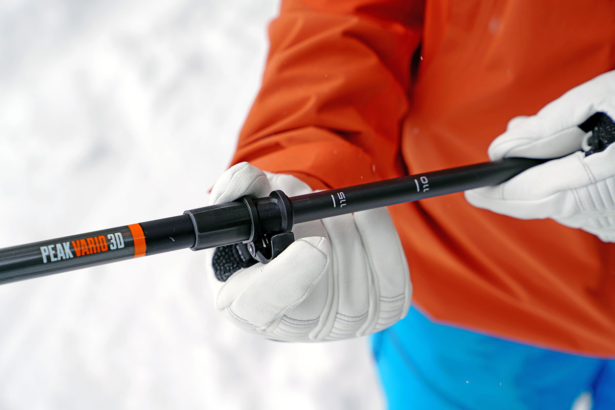 Ski pole (adjusting a telescoping pole)