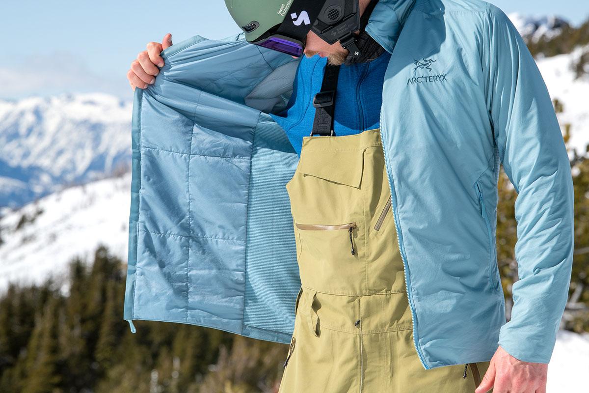 Arc'teryx Atom SL Hoody (mostrando el interior de la chaqueta)