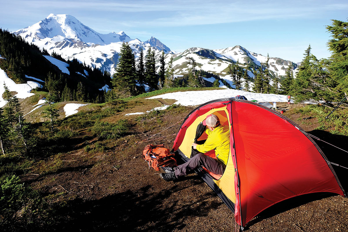 Arc'teryx Atom SL Hoody (unzipping tent in morning)