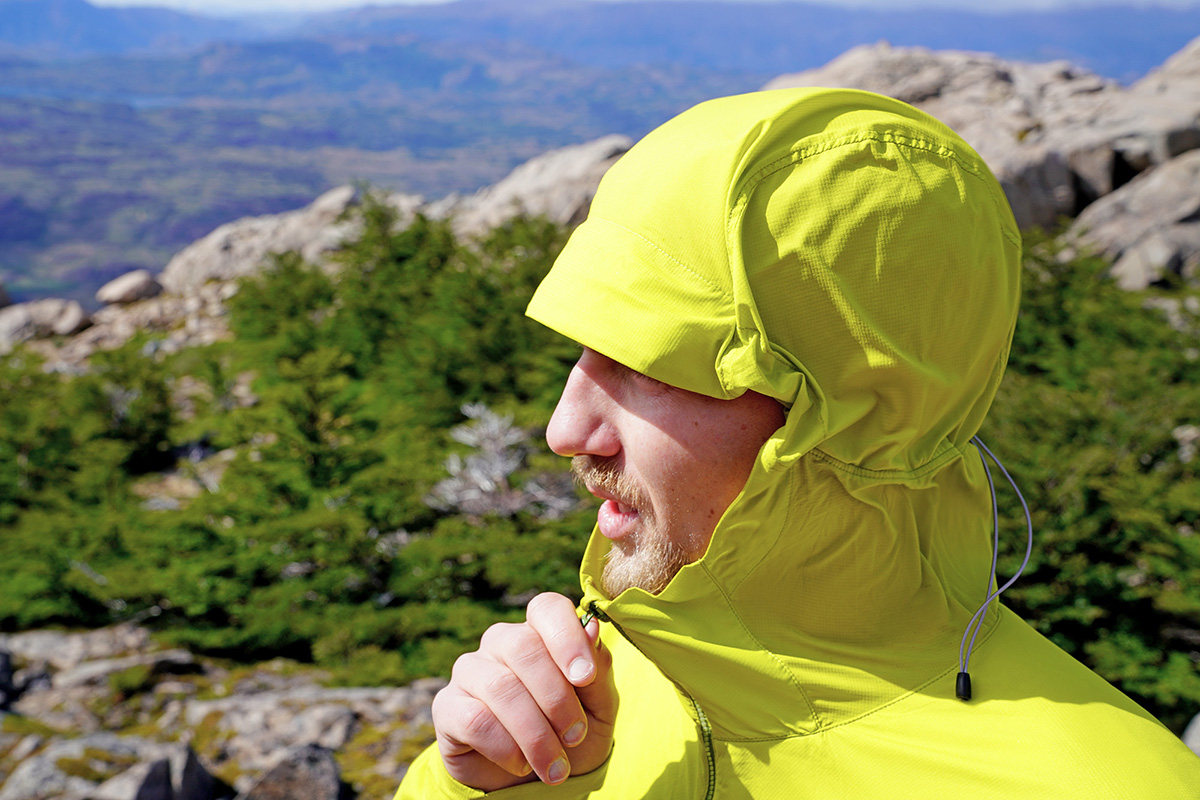 Arc'teryx Atom SL Hoody synthetic jacket (zipping up with hood)