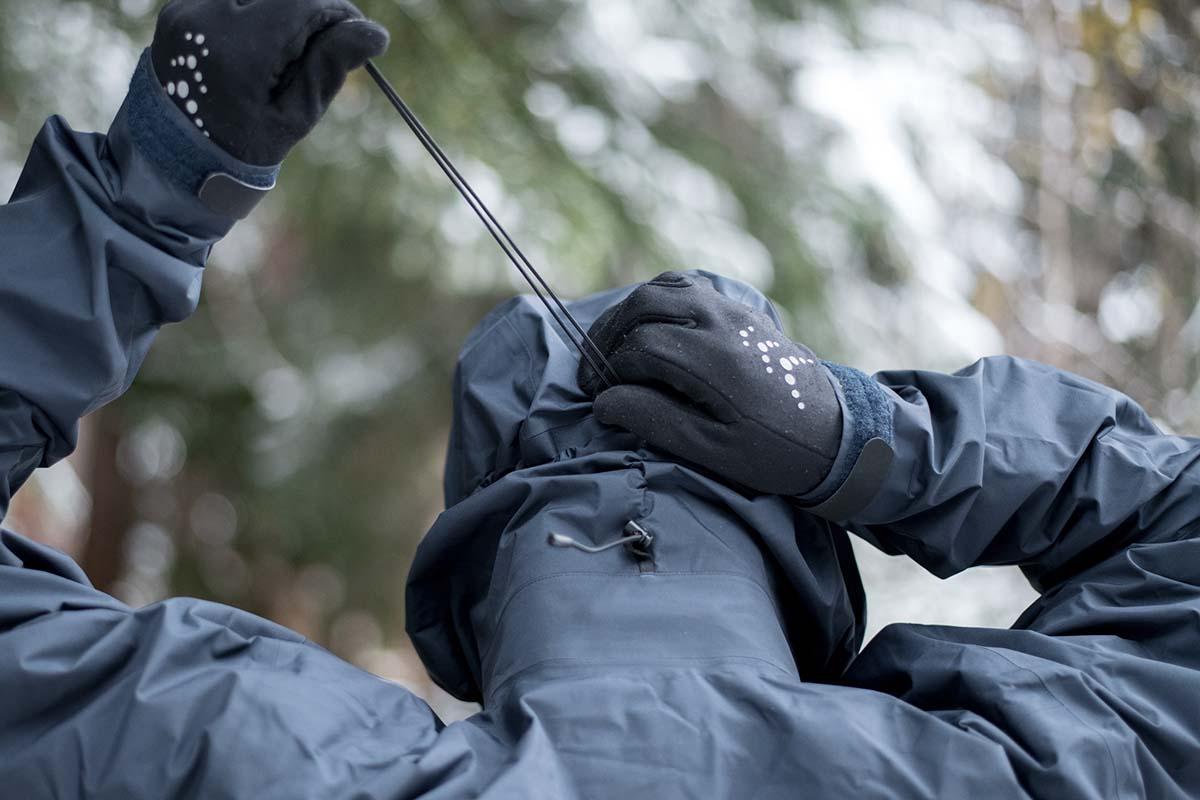 Ajuste de Arc'teryx DropHood (chaqueta rígida Beta AR)