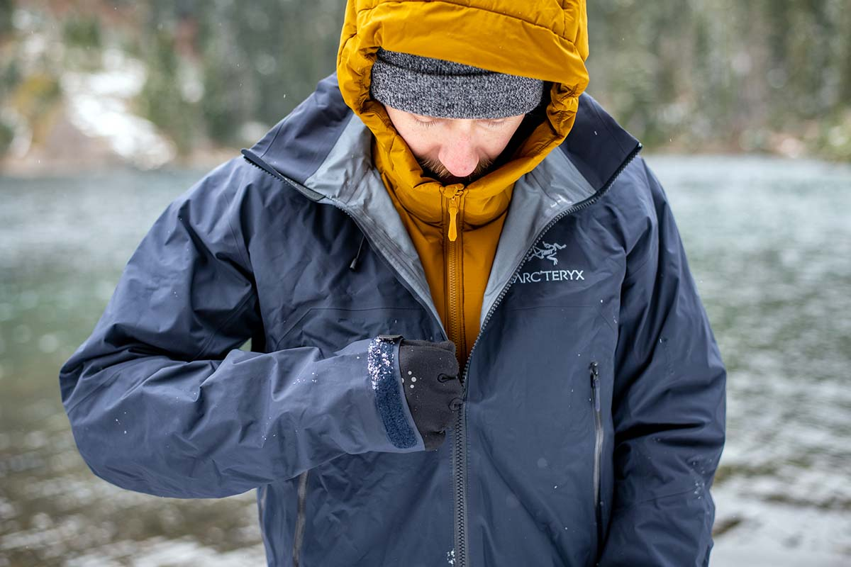 Zipping up jacket in snow (Arc'teryx Beta AR hardshell)