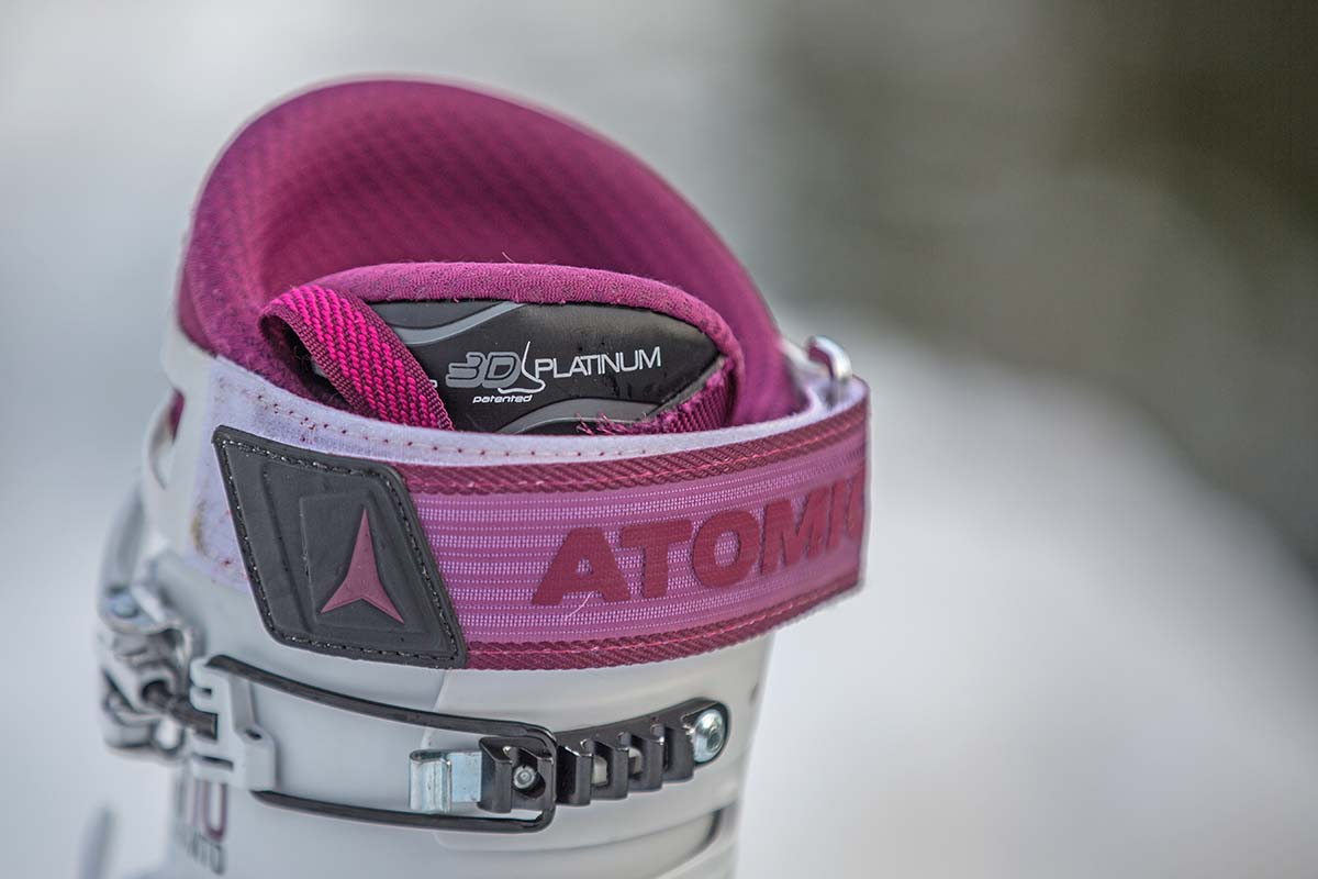 Atomic Hawx Ultra XTD 110 W (close up strap)