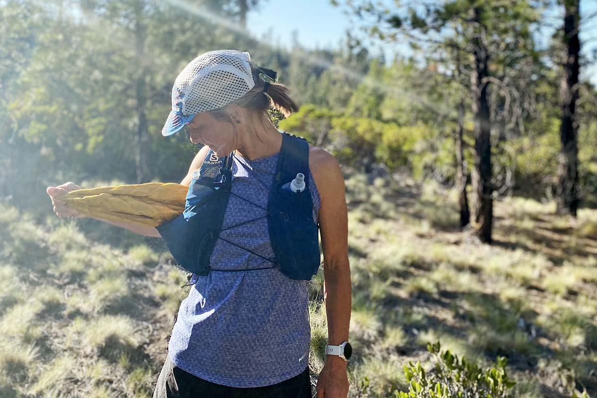 Mountain Hardwear Ghost Whisperer UL (pulling out of running vest)