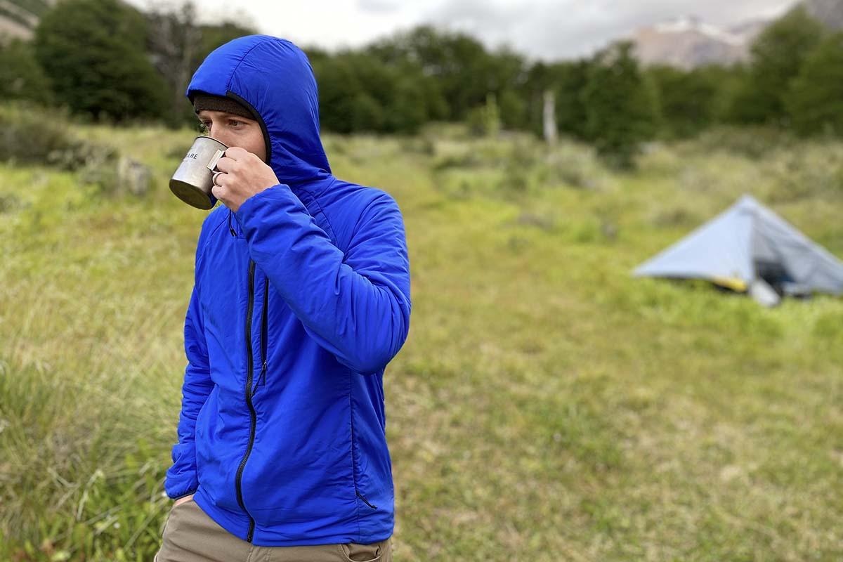 Chaqueta con aislamiento sintético The North Face Ventrix Hoodie (tomando café en el campamento)