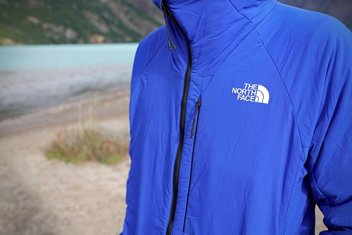 Chaqueta con aislamiento sintético The North Face Ventrix Hoodie (tejido de la cara y logotipo)