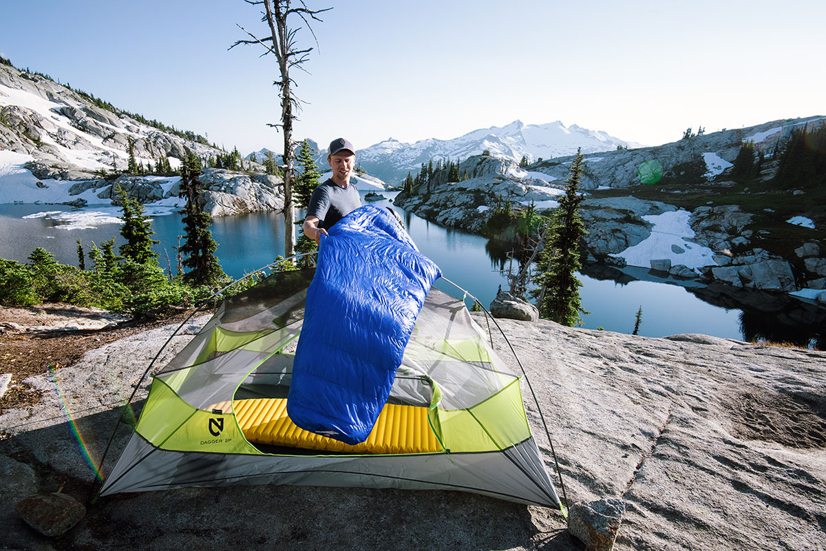 Ultralight sleeping bags (setting up)