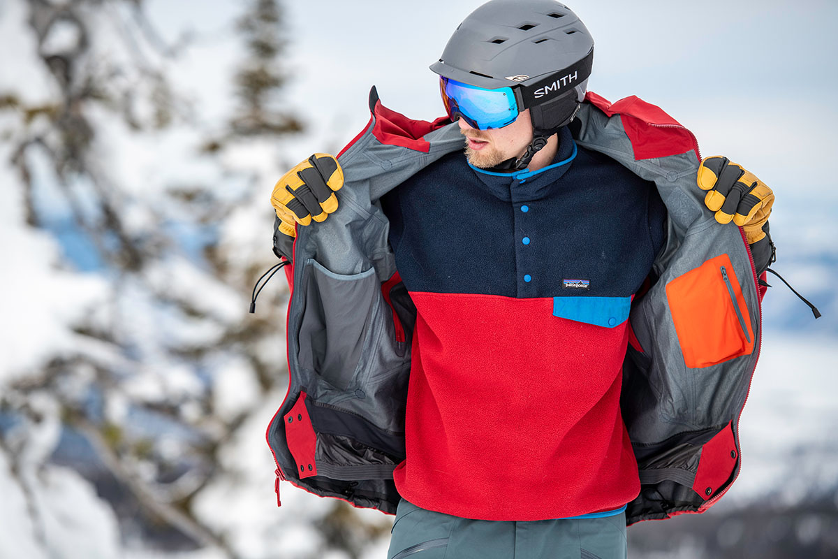 Staying warm while skiing (layering)
