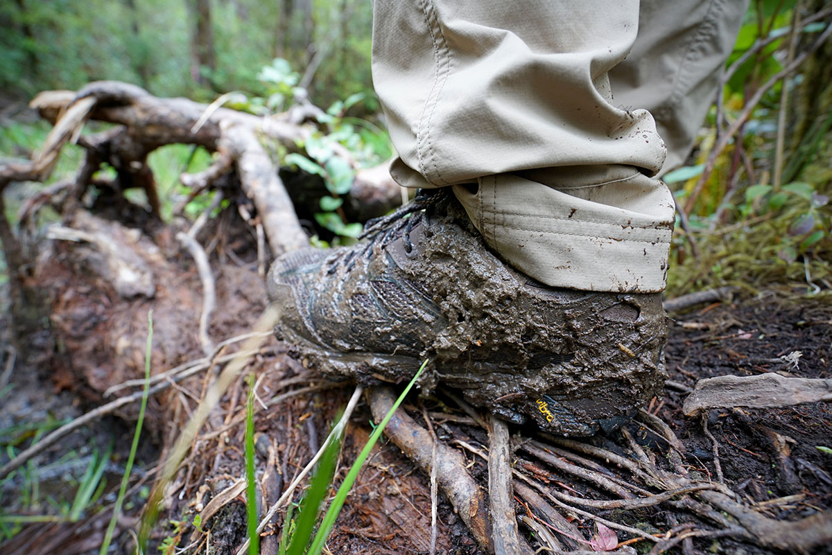 Lightweight hiking shoes (mud)