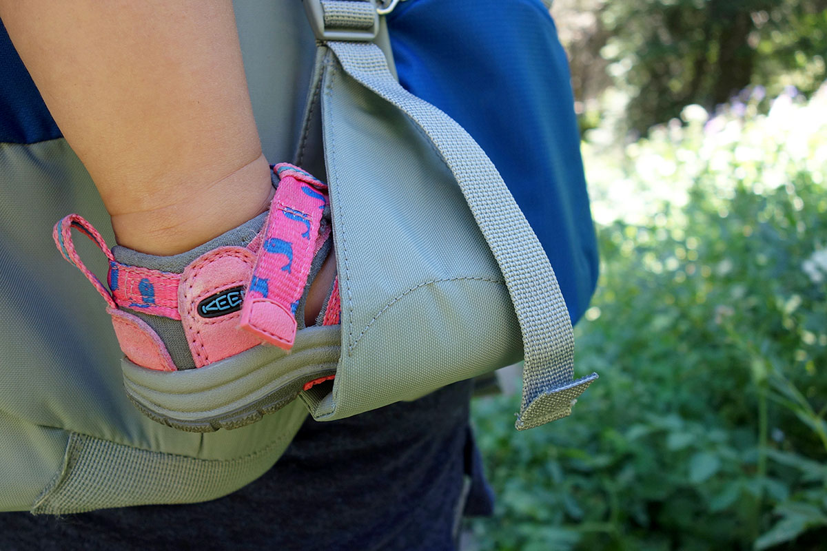 Child carrier pack (stirrups)