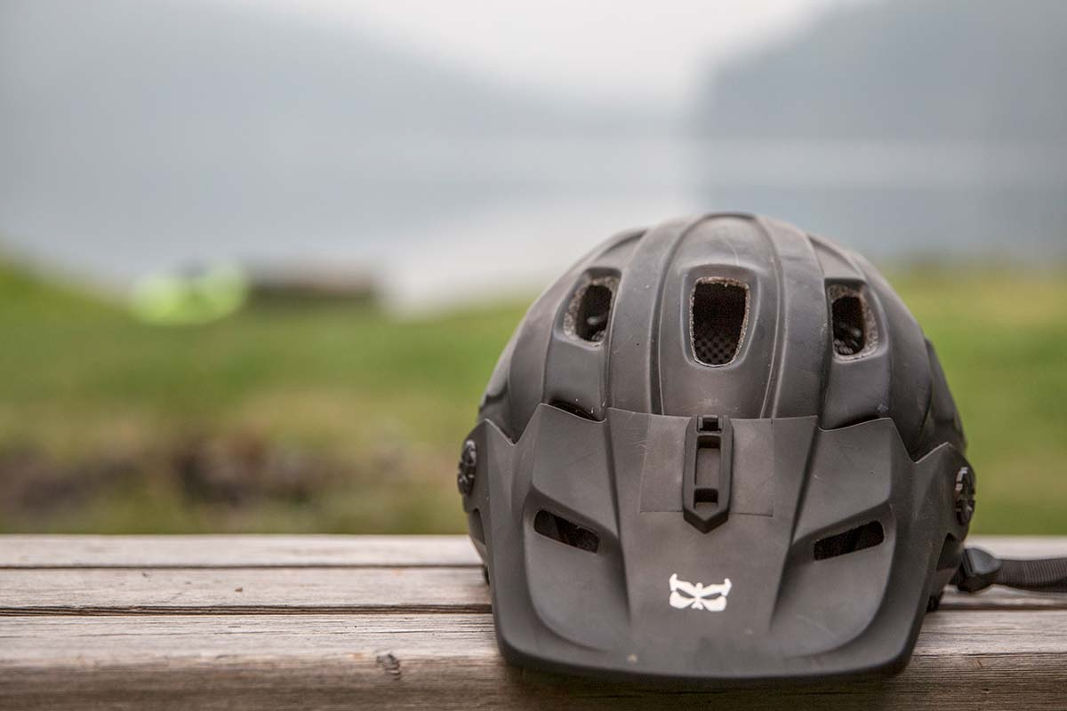 Mountain bike helmet (action camera mount)