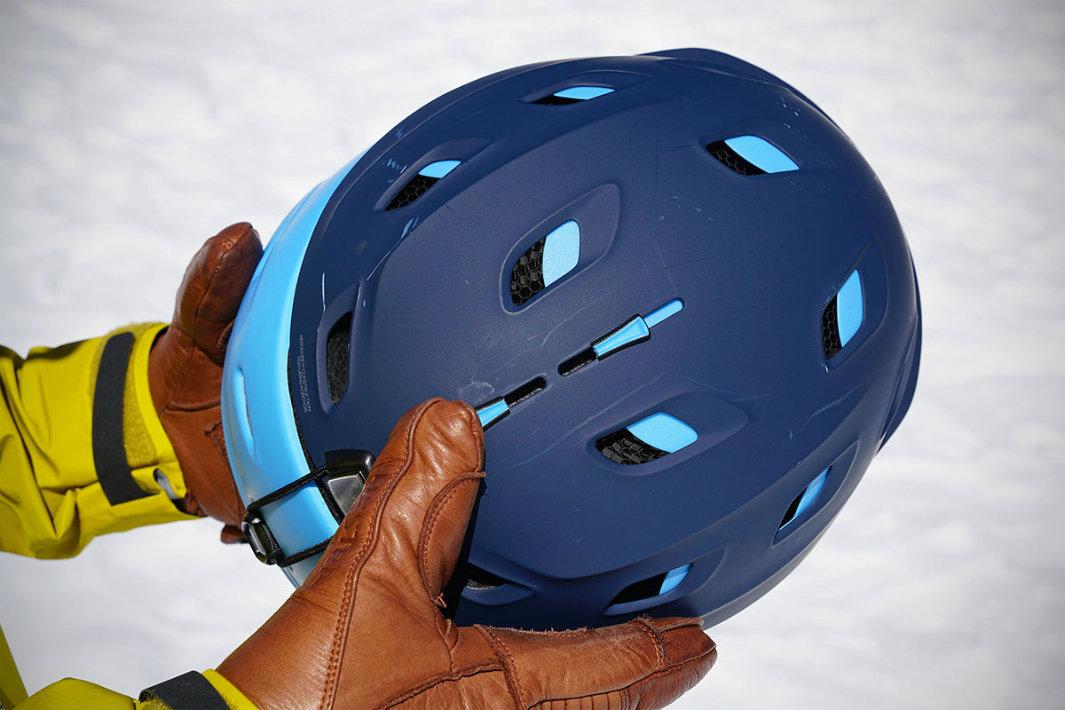 Ski helmet (vent adjustment)