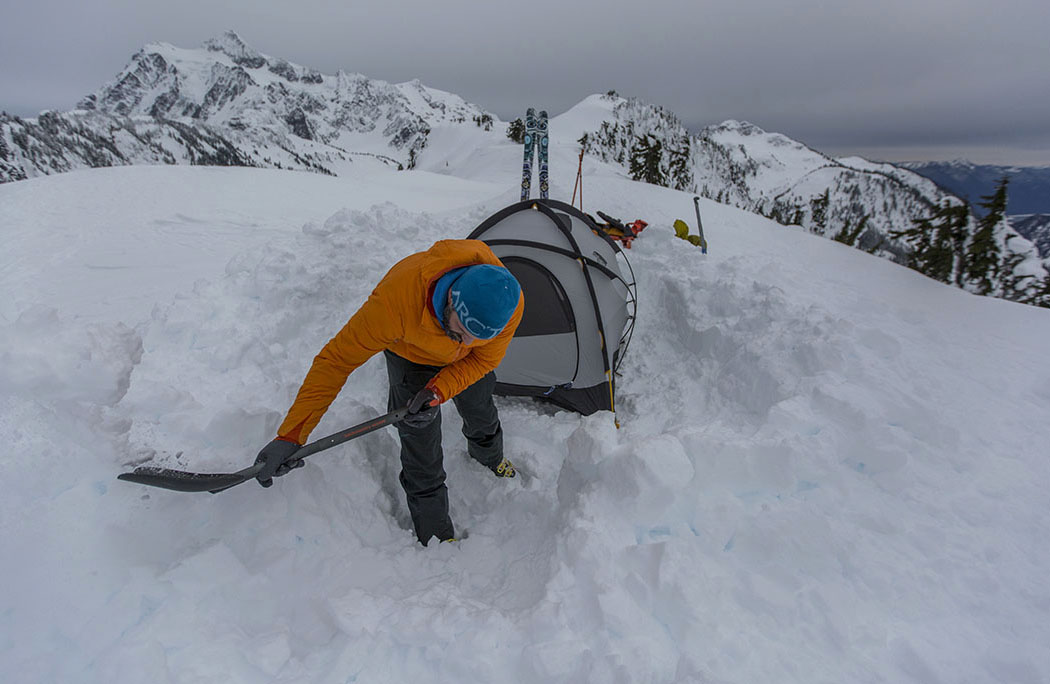 The North Face Mountain 25 (shoveling)