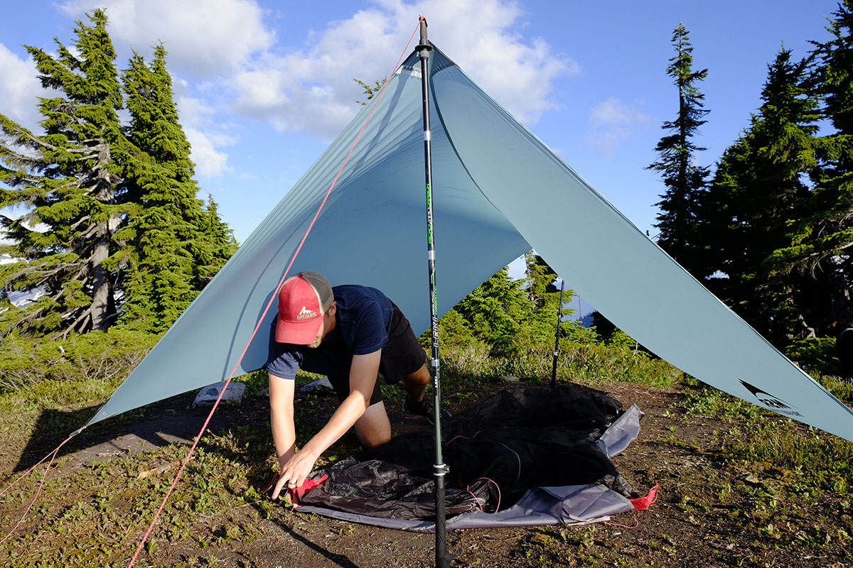 Trekking pole shelter