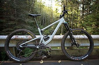 Mountain Bike (Santa Cruz Bronson)
