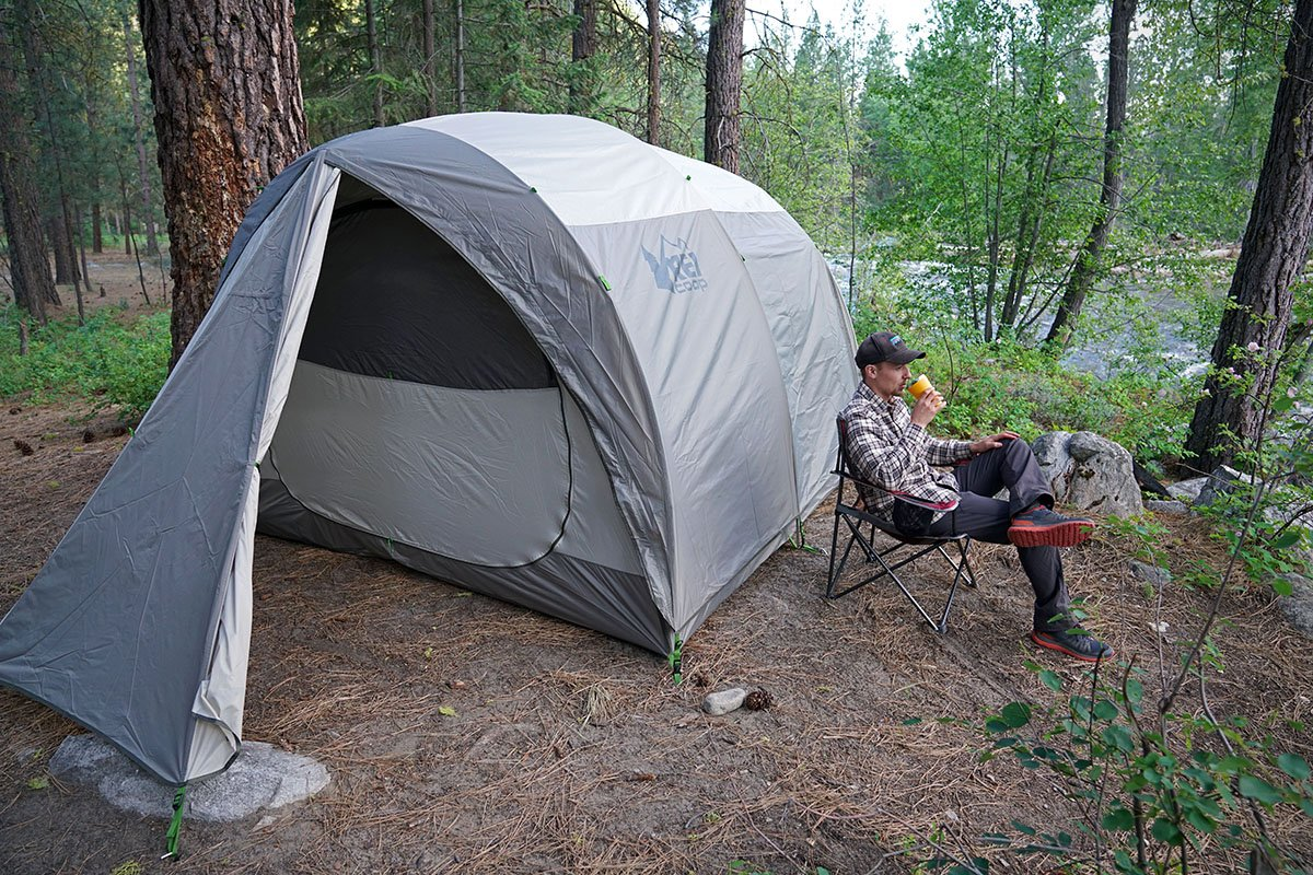 Camping tent with rainfly