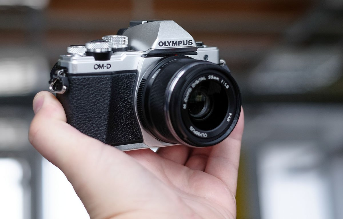 Olympus OM-D E-M10 in hand
